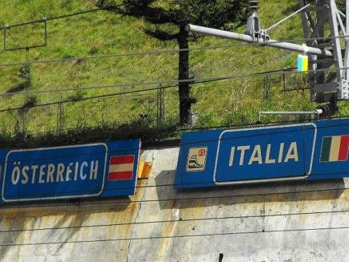 La Germania sostiene l'Austria sul muro del Brennero, Italia messa alle strette Foto